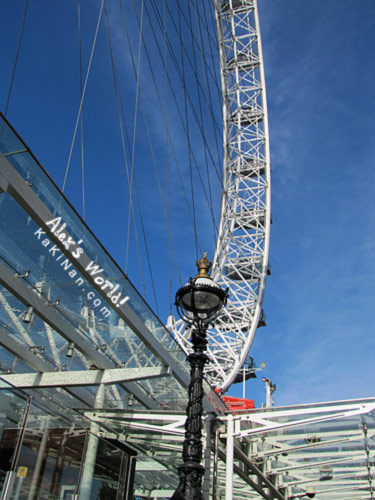 Skies at London Eye